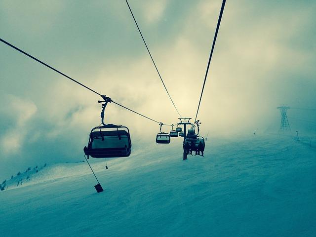 Pokrywa śniegu Góry Świętokrzyskie