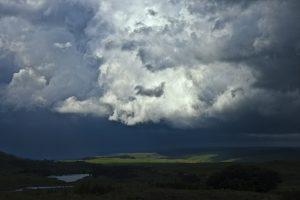 Alert RCB – burze z gradem we wschodniej części Polski