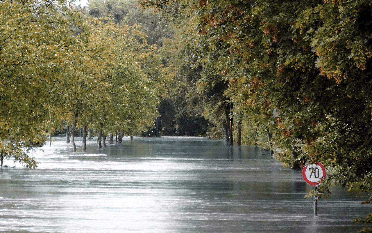 Alert RCB: Możliwe wezbrania rzek i podtopienia (22.06)