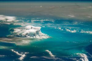 Afrykański pióropusz pyłu pokrywa Karaiby