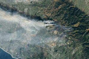 Nowe pożary spalają wzgórza południowej Kalifornii