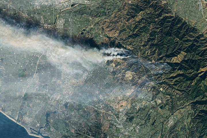 You are currently viewing Nowe pożary spalają wzgórza południowej Kalifornii