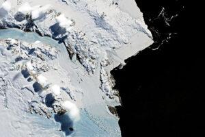 Ciekawe chmury w górach transantarktycznych