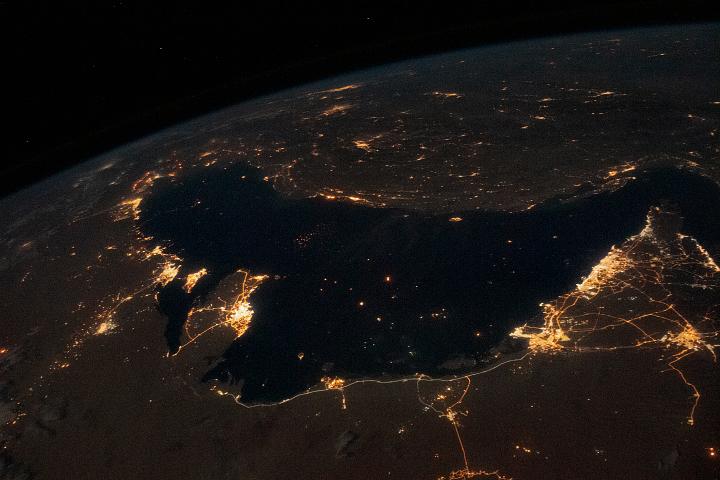 Tętniąca życiem Zatoka Perska nocą