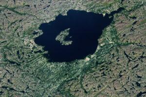 Read more about the article Gwałtowna formacja dla jeziora Mistastin
