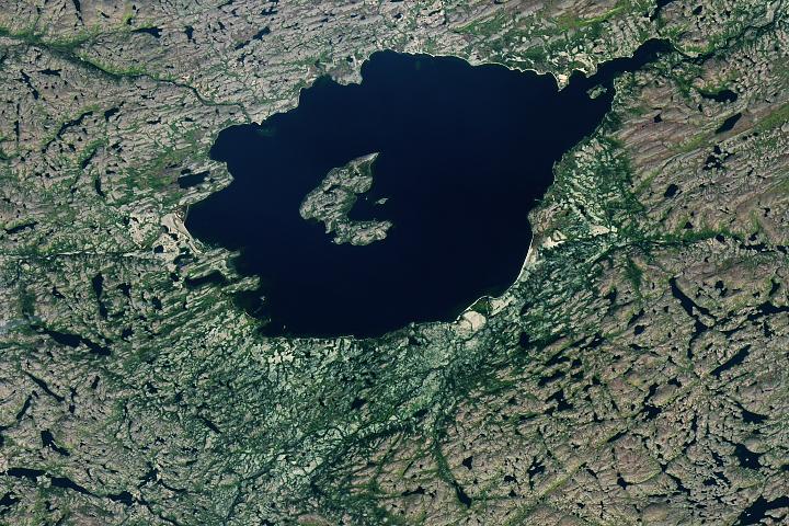 You are currently viewing Gwałtowna formacja dla jeziora Mistastin