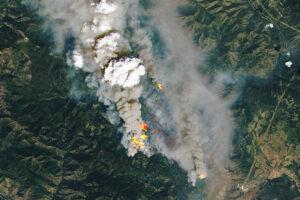 Read more about the article W Kolumbii Brytyjskiej szaleją pożary