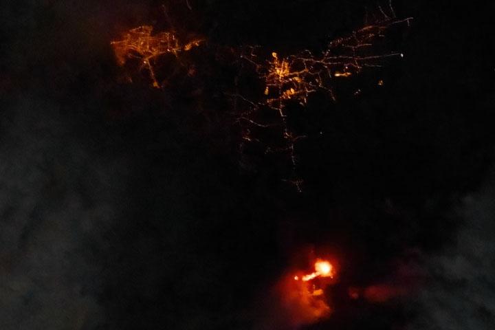 You are currently viewing Cumbre Vieja rozświetla noc