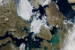 Read more about the article Lód utrzymuje się w przejściu północno-zachodnim