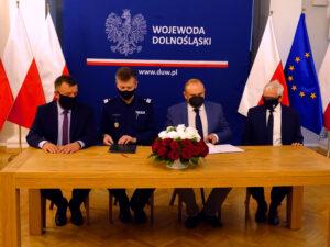 Read more about the article Podpisano porozumienie o współpracy pomiędzy Dolnośląską Policją a Inspekcją Ochrony Środowiska we Wrocławiu.