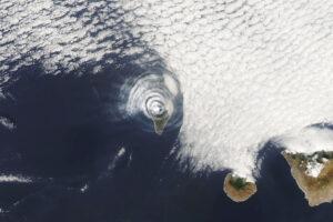 Read more about the article Pierścienie popiołu i chmur nad La Palma