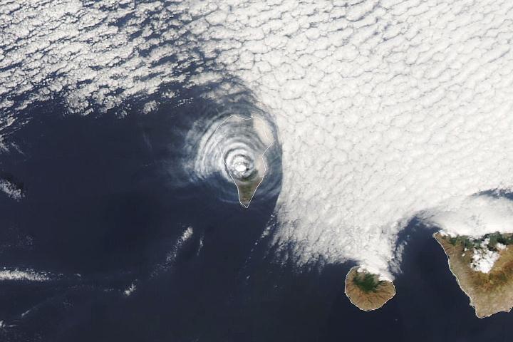 You are currently viewing Pierścienie popiołu i chmur nad La Palma