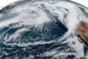 Read more about the article Cyklony pozazwrotnikowe zalewają zachodnie wybrzeże